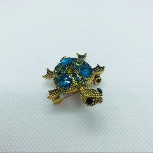 Jewelry - Cute turtle pin